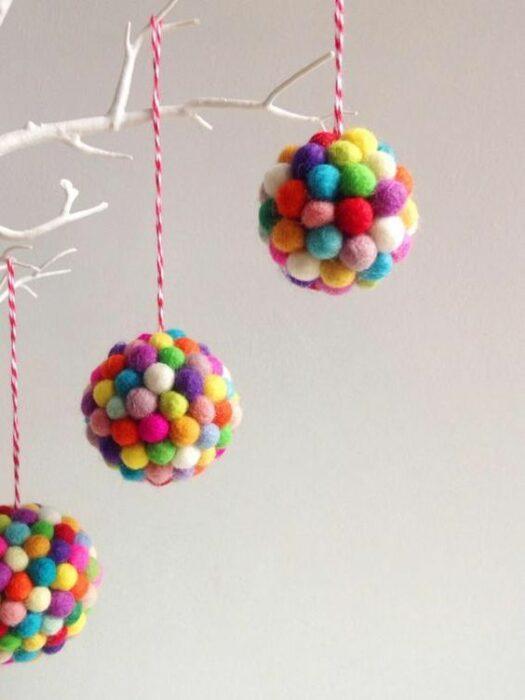 Esferas hechas con pompones