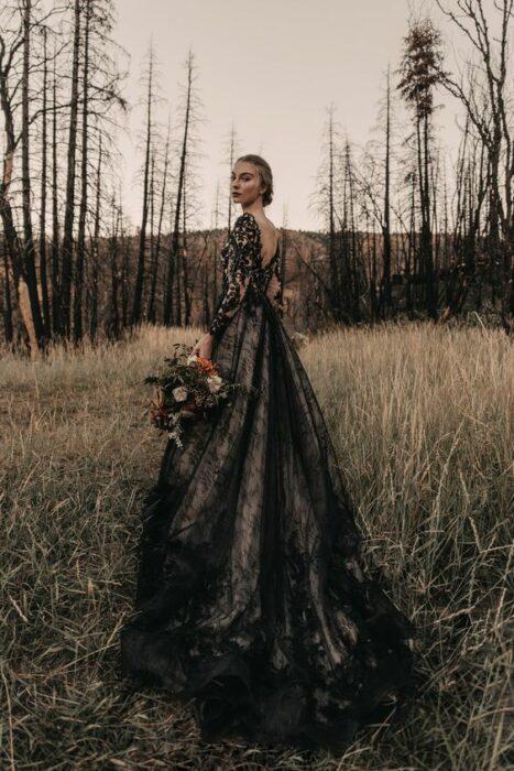 Vestido de novia en color negro con encaje