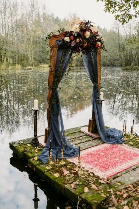 Marco de boda con encaje en negro