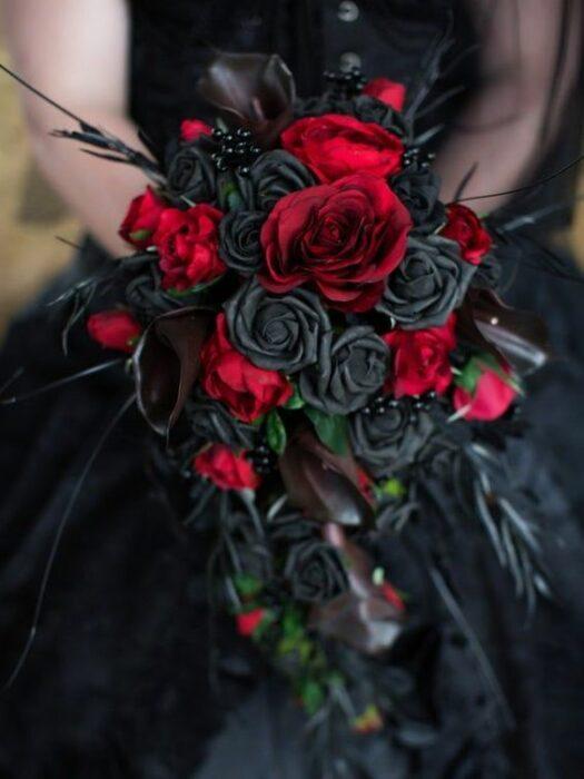 Ramo de bodas en color negro y rojo