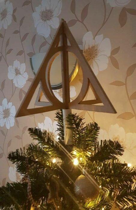 Escultura de las reliquias de la muerte de Harry Potter en madera