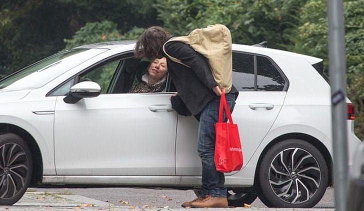 Keanu Reeves le pidió un aventón a su novia para ir al trabajo