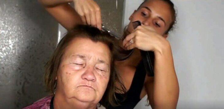 Abuelita de 70 años tiene cambio de look