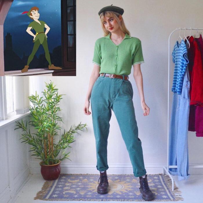 Hermanas gemelas arman atuendos inspirados en películas animadas y caricaturas con ropa vintage; Disney, Peter Pan
