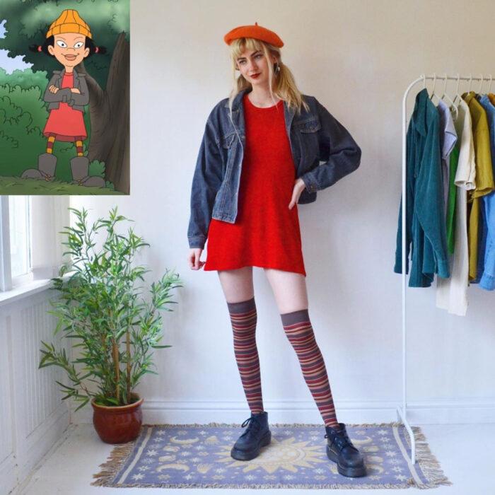 Hermanas gemelas arman atuendos inspirados en películas animadas y caricaturas con ropa vintage; El recreo, Ashley Spinelly