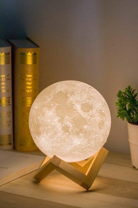 Lampara de Luna llena con base de madera