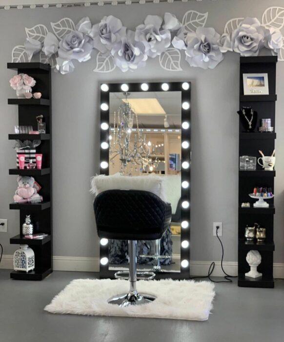 Makeup room en color negro con mezcla de gris y negro