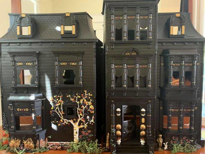 Mamá transforma casa de muñecas en masiones tenebrosas (