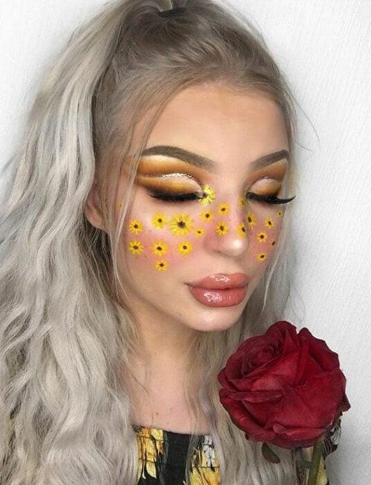 Maquillaje aesthetic en tonos amarillos, con girasoles en el rostro