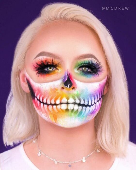 Maquillaje neón calavera