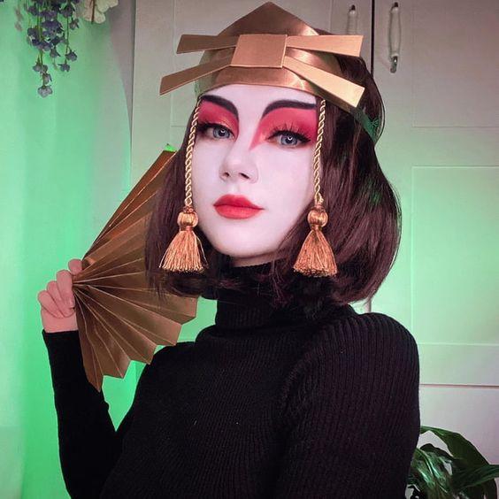 Chica con maquillaje para Halloween de guerrera japonesa