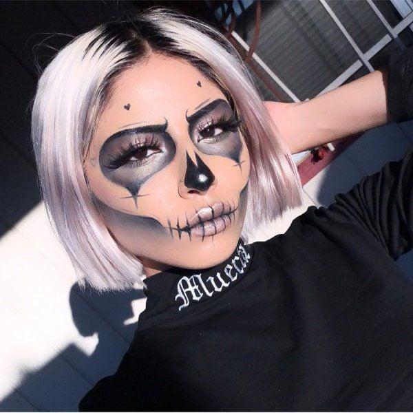 Chica con maquillaje para Halloween inspirado en catrinas