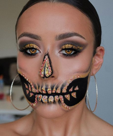 Girl with a catrina makeup in black with gold colors