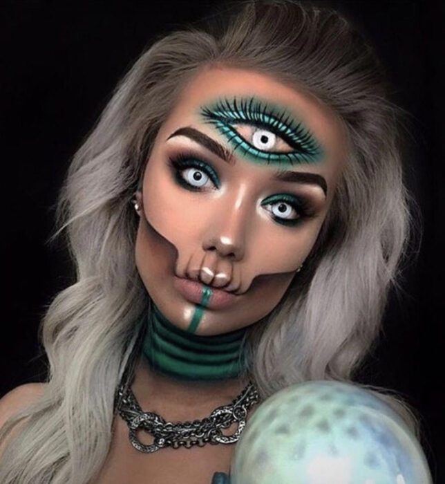 Simple and creative makeup for Halloween; three eyes