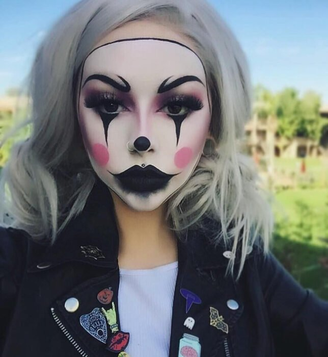 Simple and creative makeup for Halloween; clown mask, mime