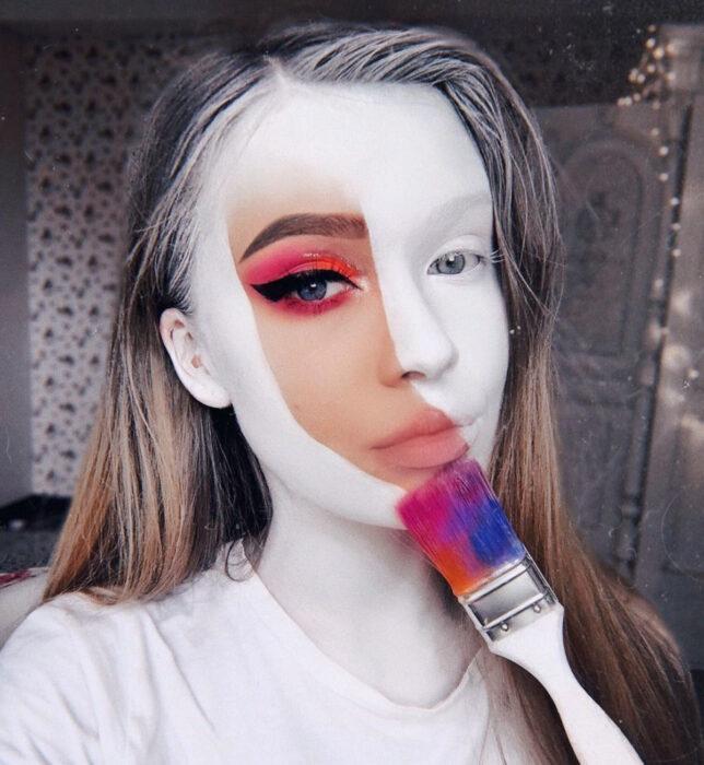 Maquillajes sencillos y creativos para Halloween; blanco con una pincelada de colores arcoíris