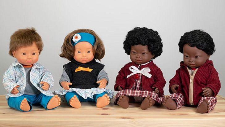 Colección de muñecas de la marca Miniland, con síndrome de Down y de diferentes razas