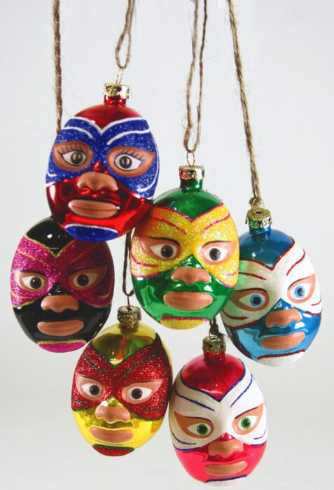 Decoración de Navidad con temática mexicana; esferas en forma de luchadores de lucha libre para árbol navideño