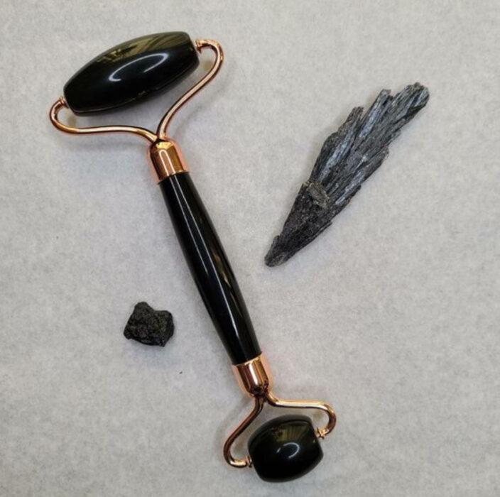 Rodillo facial de piedra Obsidiana negra
