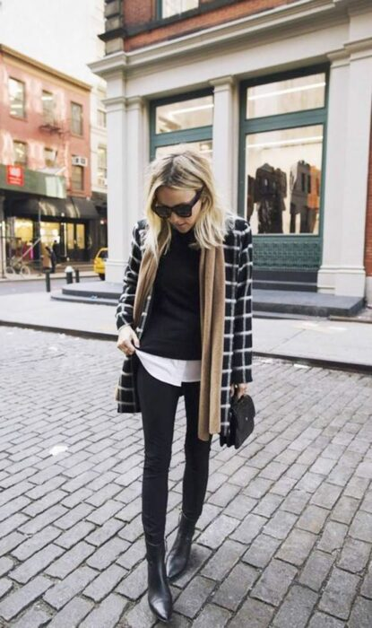 Outfit for the autumn-winter office of disgusted black plaid, black sweater, white shirt underneath and black jeans and ankle boots with caki scarf