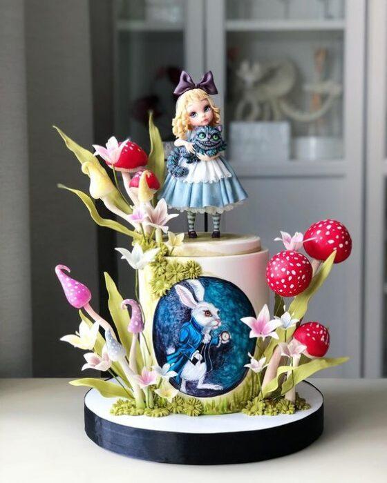 Pastel de fondat con oblea impresa inspirado en Alicia en el país de las maravillas