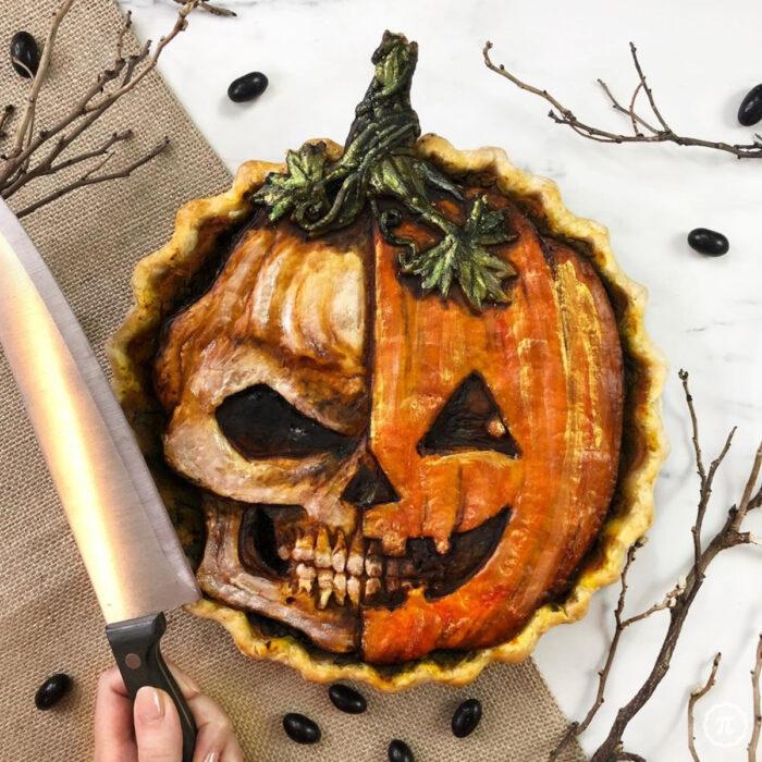Artista repostera Jessica Clark-Bojin crea pays de Halloween; calavera y calabaza Jack o' Lantern