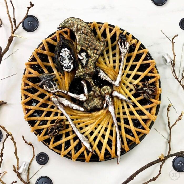 Artista repostera Jessica Clark-Bojin crea pays de Halloween; Coraline, La otra madre