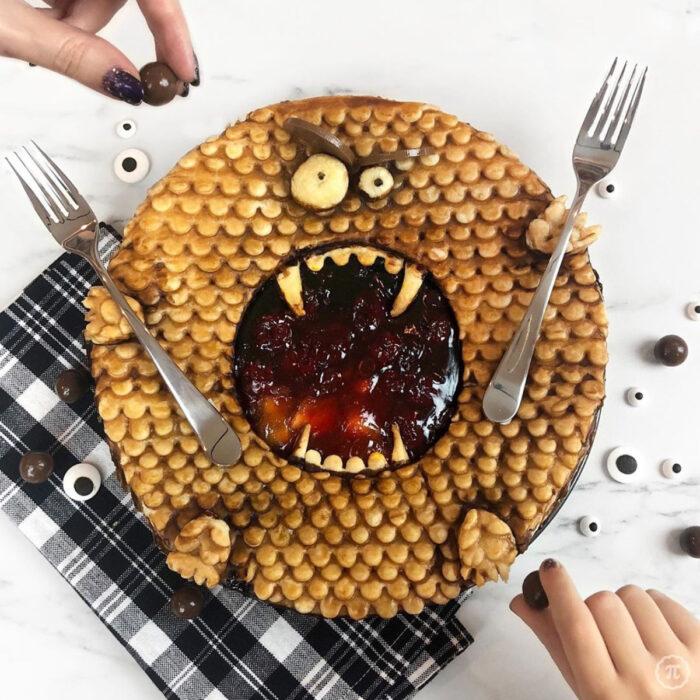 Artista repostera Jessica Clark-Bojin crea pays de Halloween; monstruo