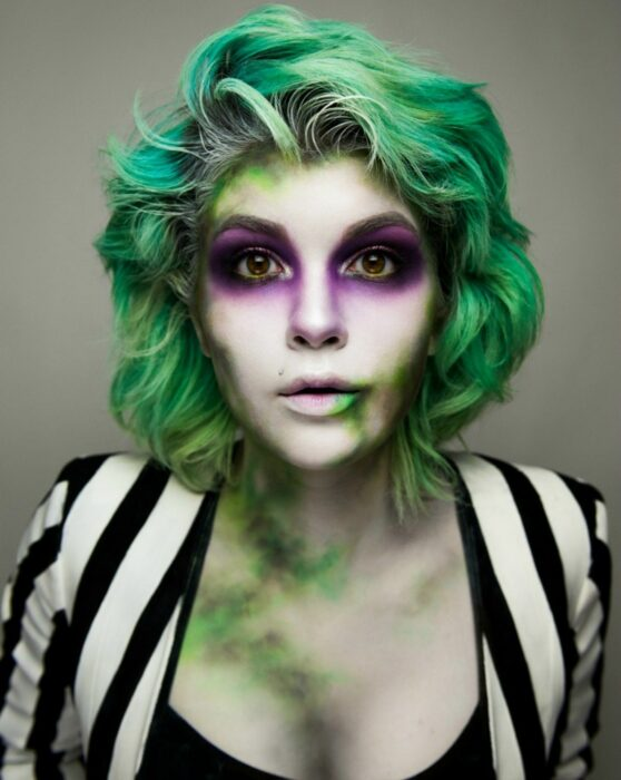 Girl with dyed green hair like Beatlejuice
