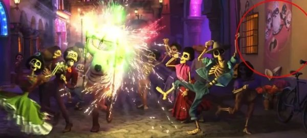 Escena de la película Coco mostrando un poster de la película Los increíbles 2