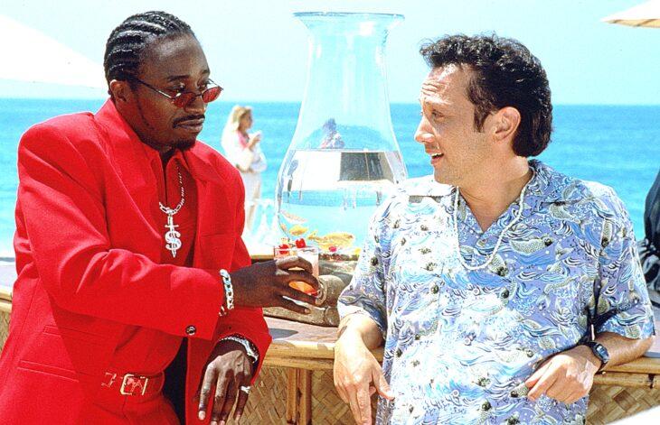 Escena de la película Gigoló por accidente en la que están Bruce y su amigo conversando