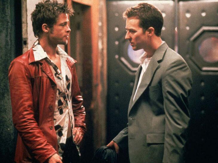 Escena de la película El club de la pelea. Brad Pitt y Edward Norton conversando