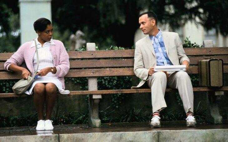 Escena de Forest Gup, en la que el protagonista está conversando con otra mujer