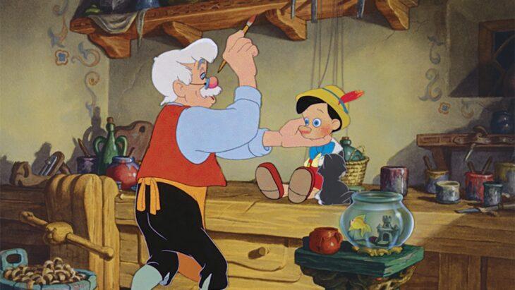 Geppetto pintando la cara de Pinoccho