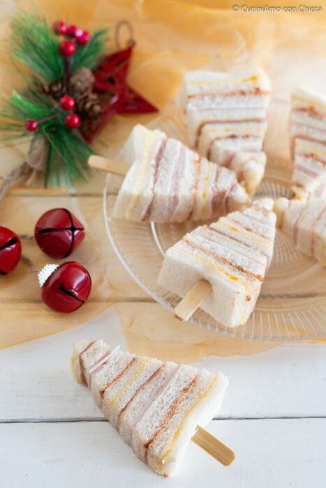 Sándwiches con forma de pinos navideños
