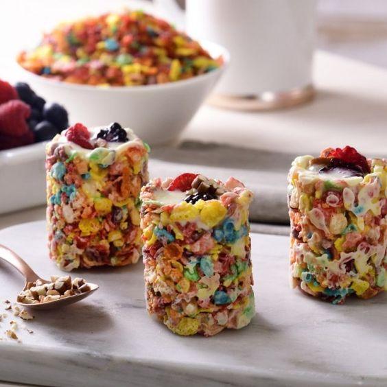 Vasitos de cereal con yogur de mango; postre de cocción sin horno