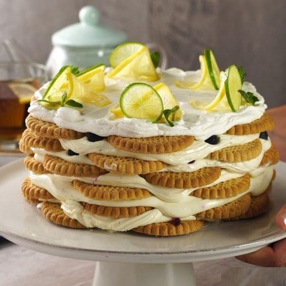 Carlota de limón con moras y rodajas; postre de cocción sin horno