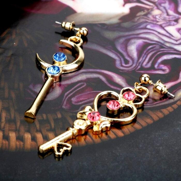Regalos de Sailor Moon; aretes de llave lunar