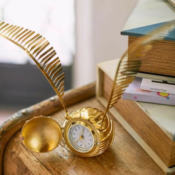 Lampara en forma de snitch dorada inspirada en Harry Potter