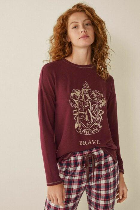 Pijama en color vino inspirada en Harry Potter