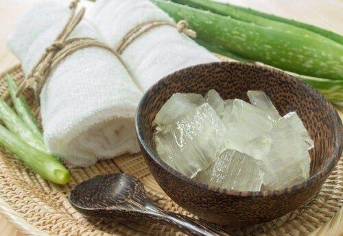 Aloe pulp in armpit spotting bowl; Natural medicine