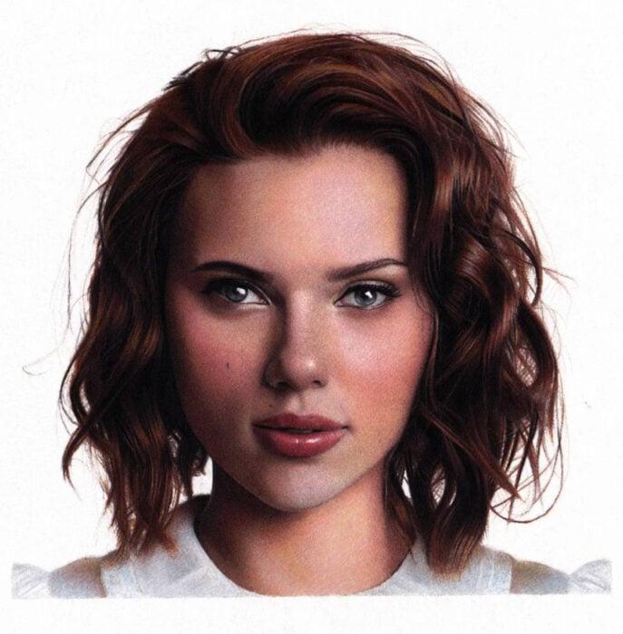 Artista Shaun Mckenzie pinta retratos realistas con lápices de colores; Scarlett Johansson con cabello rojo