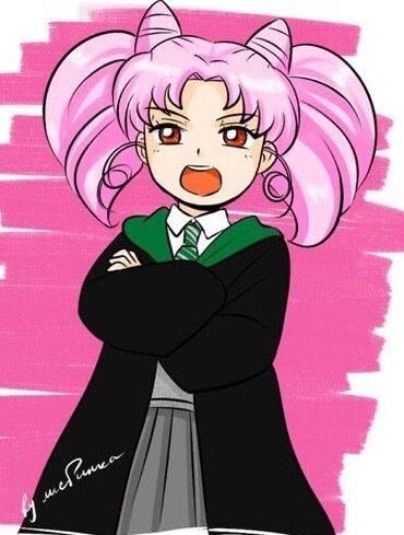 Chibiusa de Sailor moon con uniforme de Slytherin de Hogwarts