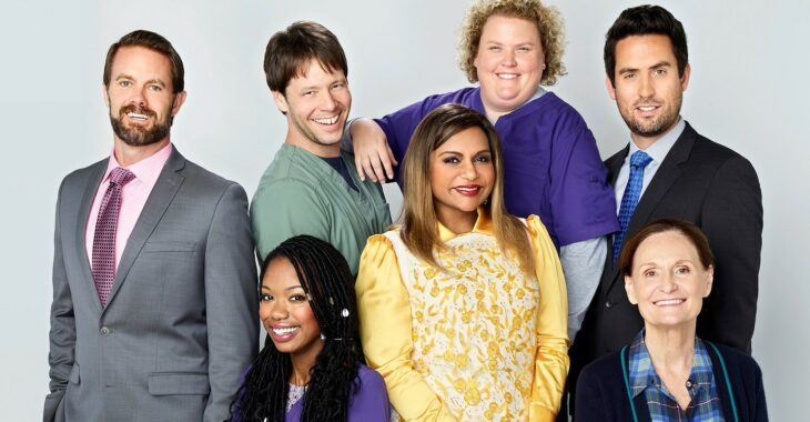Escena de la serie The Mindy Project con el elenco reunido