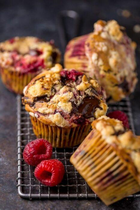 Muffins de frambuesa al horno; snacks con los que no romperás la dieta