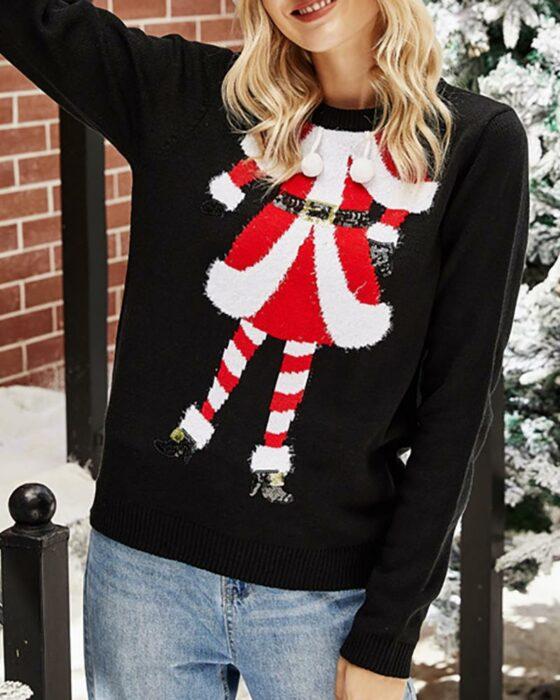 Chica con suéter navideño en negro simulando un duendecillo