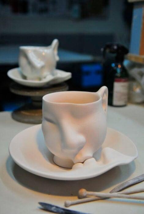 Taza para tomar el té, de color blanco