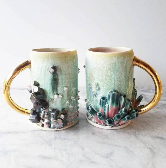Taza para tomar el té, con detalles de cuarzos