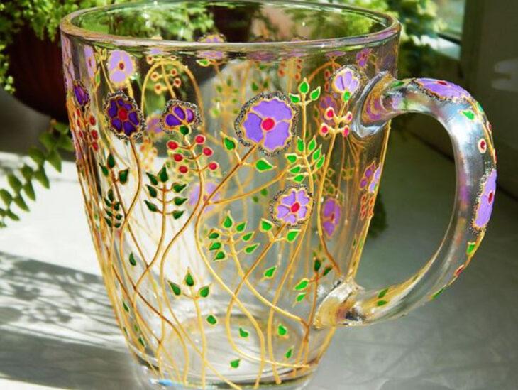 Taza para tomar el té, transparente con detalles de flores