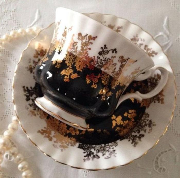 Taza para tomar el té, de color beige y café oscuro